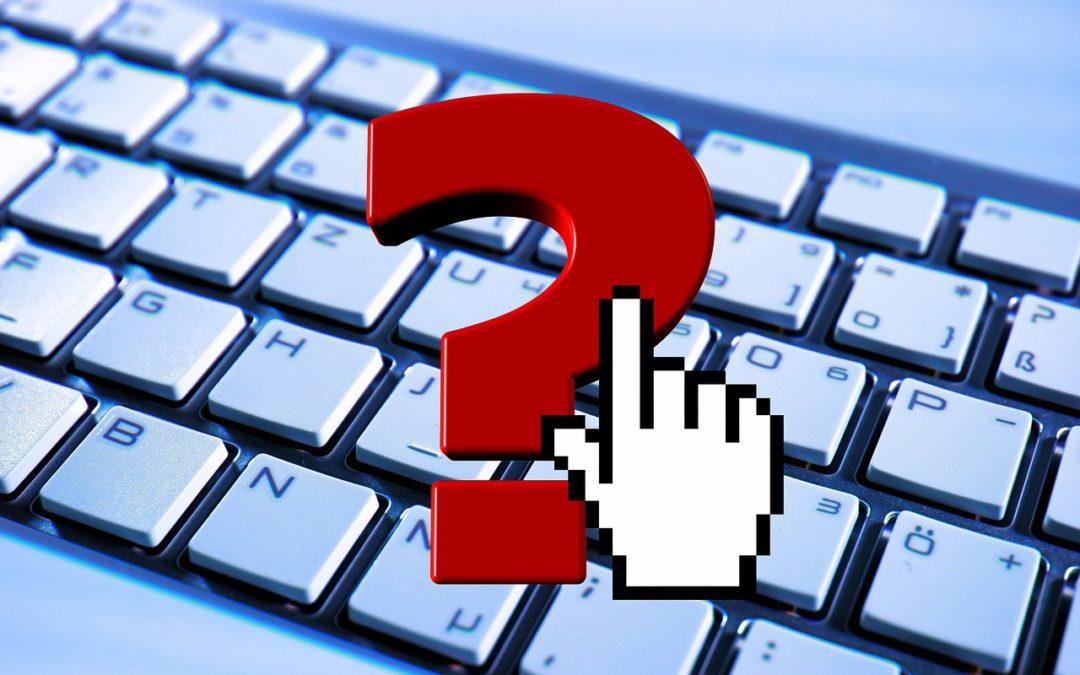 Günstige Keywords finden - Tastatur mit Mauszeiger und rotem Fragezeichen